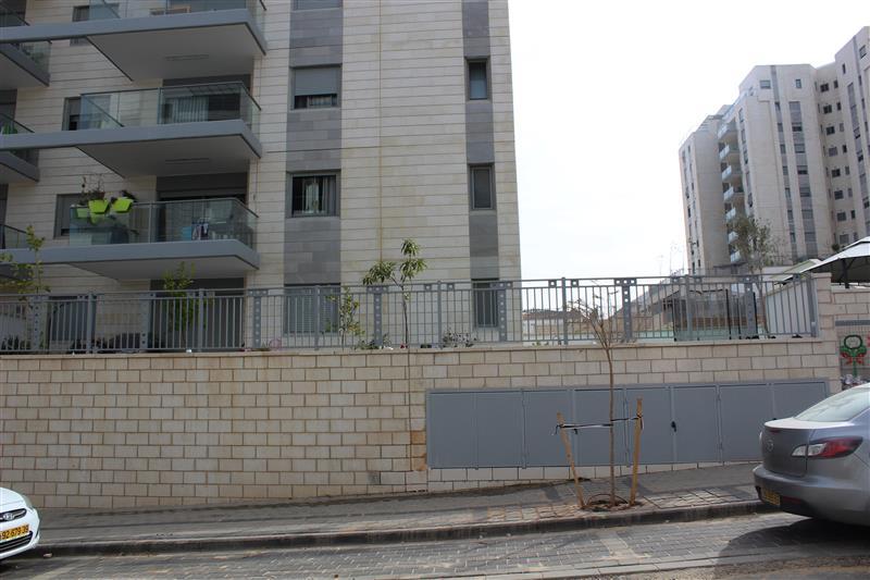 מודיעין פרוייקט בראש העין - מתחם בניינים קירת - ליאל ארונות LF-92